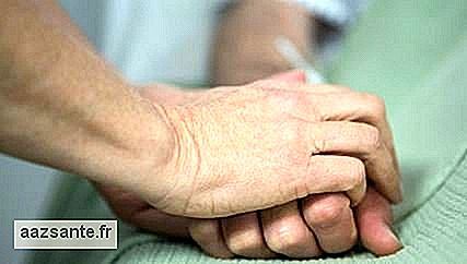 Holding a partner's hand at delivery helps relieve pain, study says