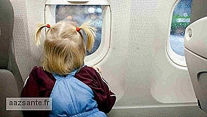 Mother leaves her daughter alone in a plane to sit in the first class